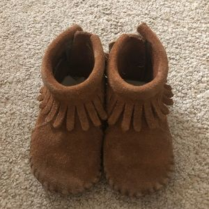 Minnetonka Baby shoes size 2